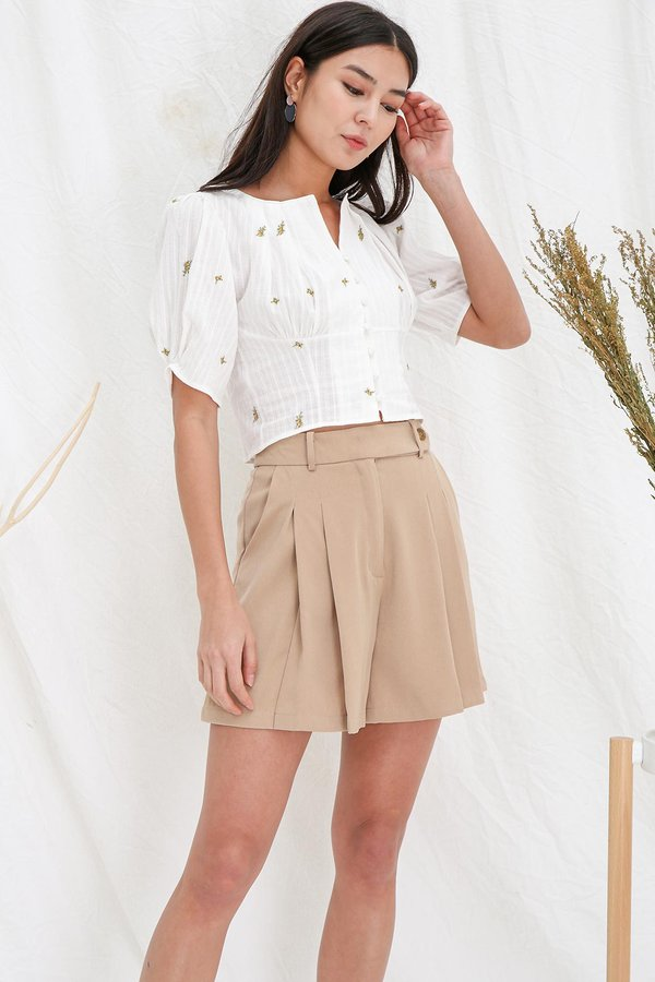 Buttoned Sidelines Pintuck Pocket Shorts Tan