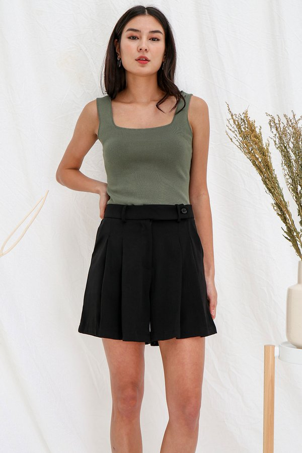 Seamlessly Angled Knit Top Olive Green