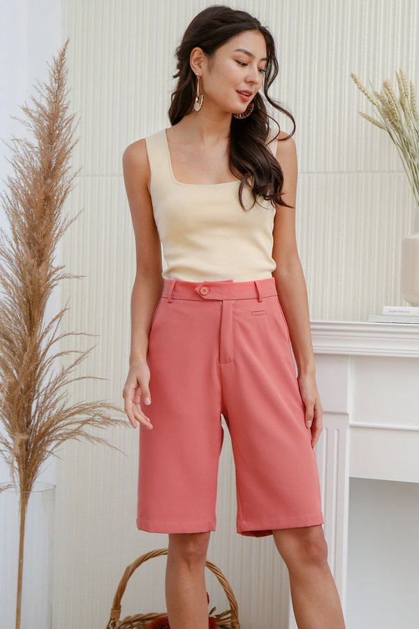 Seamlessly Angled Knit Top Cream